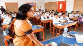 শিক্ষা প্রতিষ্ঠান খুলছেনা ; ছুটি বাড়ানোর ইঙ্গিত